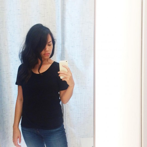 Just found the perfect tee in the entire world and @kitandace in the Short North. Technical cashmere ftw. Blog post coming soon about how I built my capsule wardrobe around fabric and blends vs style and trends. #thisiskitandace